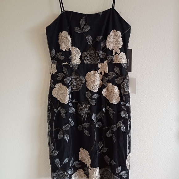 Lulu's Dresses & Skirts - Lulu's Elston Floral Embroidered Bodycon Dress
